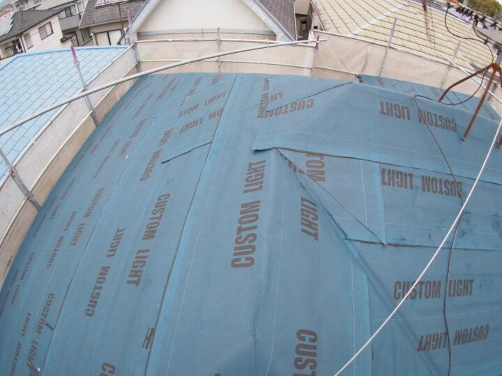 屋根粘着防水紙張り