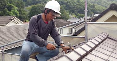 劣化が瓦のズレや落下に直結。気になる箇所の補修で強い屋根に!