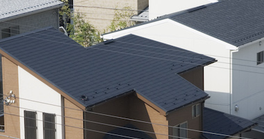 現在の屋根を新しい屋根で覆う、屋根カバー工法