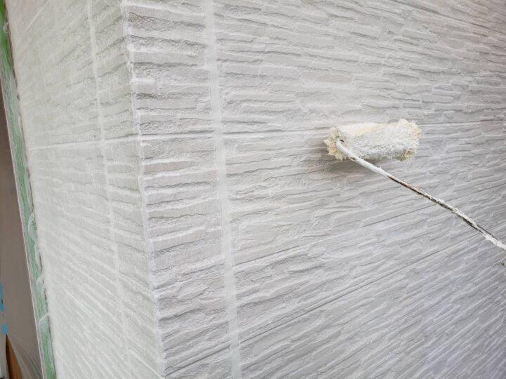軒天と外壁の下塗り塗装